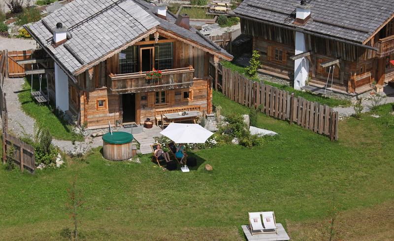 Ihr exklusives Almerlebnis im Sommer- Urlaub in den Luxus Chalets im Bergdorf Priesteregg