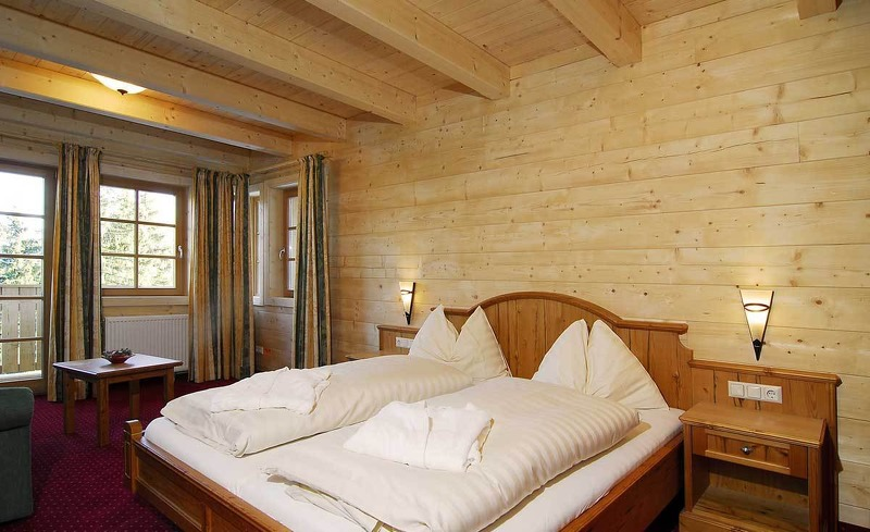 Das stilvolle Glockenblumen Zimmer im Almhotel Edelweiss