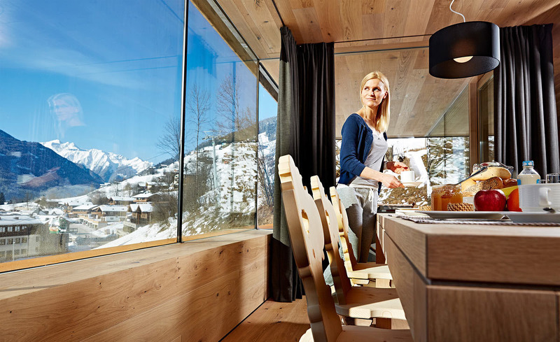 Ferienhaus Smaragdjuwel- Essbereich mit Aussicht auf die Pinzgauer Bergwelt