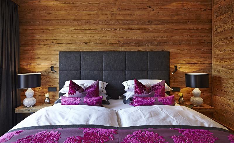 Komfortables Kingsize-Bett für Ihren Romantikurlaub im Chalet F