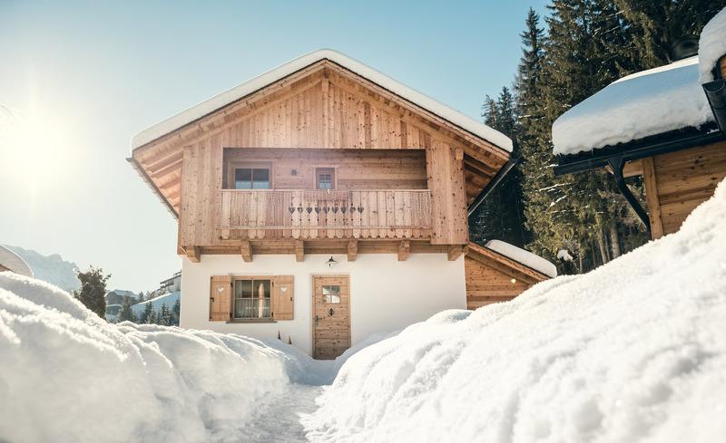 Schneebedecktes Chalet Sennes für Ihren Winterurlaub in Südtirol