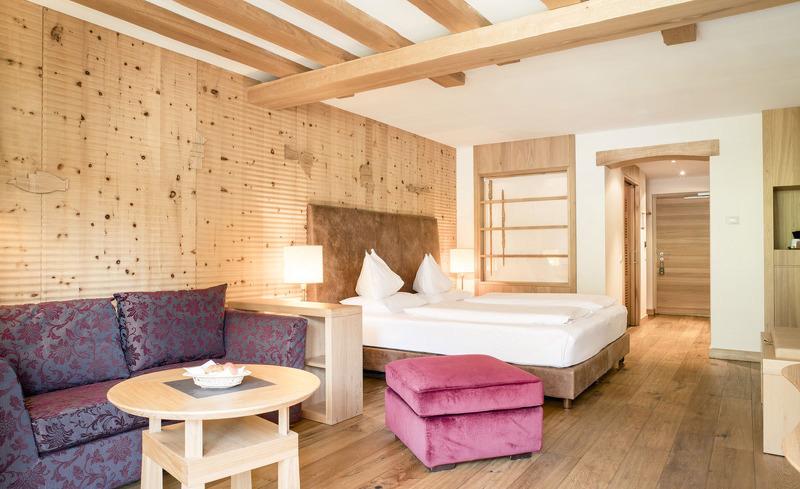 Komfortable Zimmer des 5 Sterne Medical Wellnesshotels ADLER MED in Südtirol
