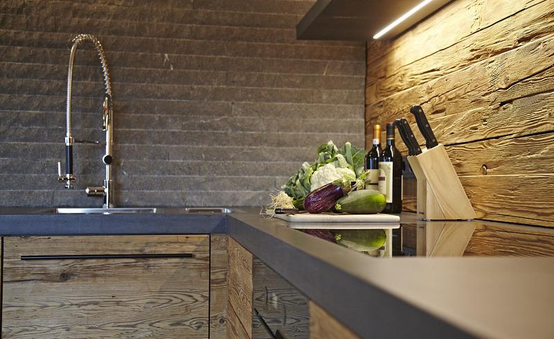 Maßgeschneiderte Küche im Chaletdesign- Chalet F in Ofterschwang