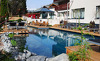 Outdoor Pool im Sommer im Hotel Alpen-Karawanserai