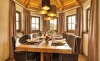 Der großzügige Essbereich im Luxus-Chalet Rosserer Wirt bietet Platz für die ganze Familie