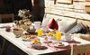 Lassen Sie sich das tägliche Frühstück auf Ihre private Terrasse servieren