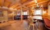 Genießen Sie das Ambiente des gemütlichen Wohnzimmers in der Wallegg-Lodge im Salzburger Land
