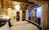 Die Schlafzimmer in den Chalets sind mit duftendem Zirbenholz getäfelt- Chaleturlaub im Salzburger Land