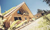 Edle Tiroler Naturmaterialien treffen auf modernes Design im Almhof Roswitha