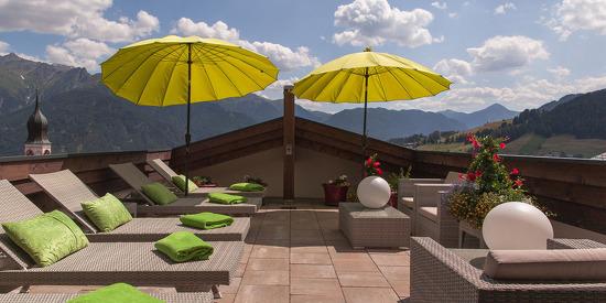 Dachterrasse mit Blick auf die Tiroler Berge