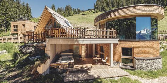 Architektur und Luxus in den Chalets des Almhofes Roswitha