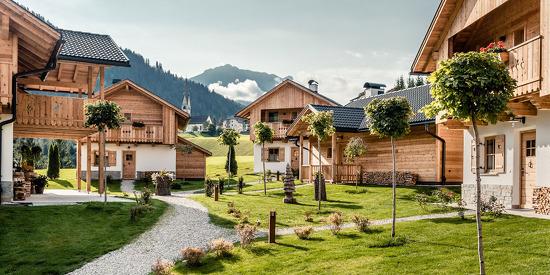 Das Almdorf inmitten der Dolomiten