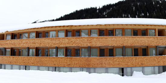 Außenansicht des Alpen Sport Resorts Rote Wand im Winter