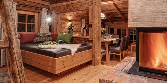 Romantische Stunden am Kaminfeuer verbringen im Luxus Chalet im Salzburger Land