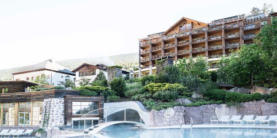 Außenansicht des ADLER MED Hotels in der Toskana