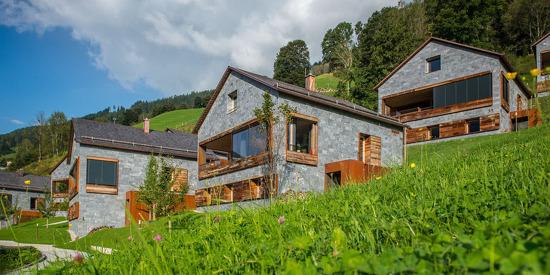 Die Ferienhäuser Smaragdjuwel bieten Urlaub auf drei Ebenen im alleinstehenden Haus
