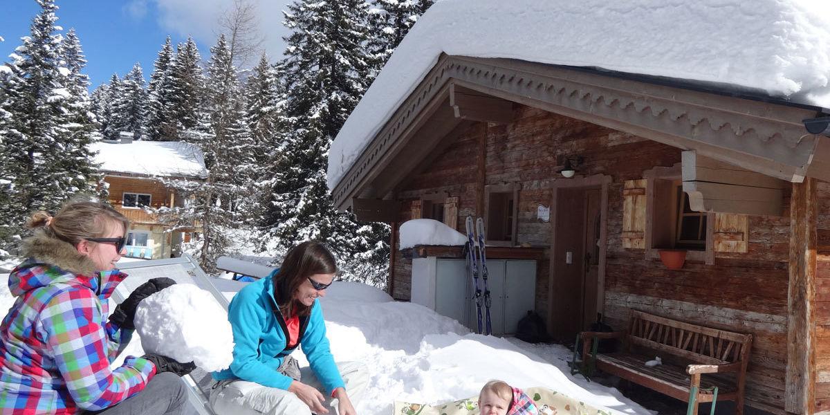Wintervergnügen mit der ganzen Familie in den Ast'n Hütten